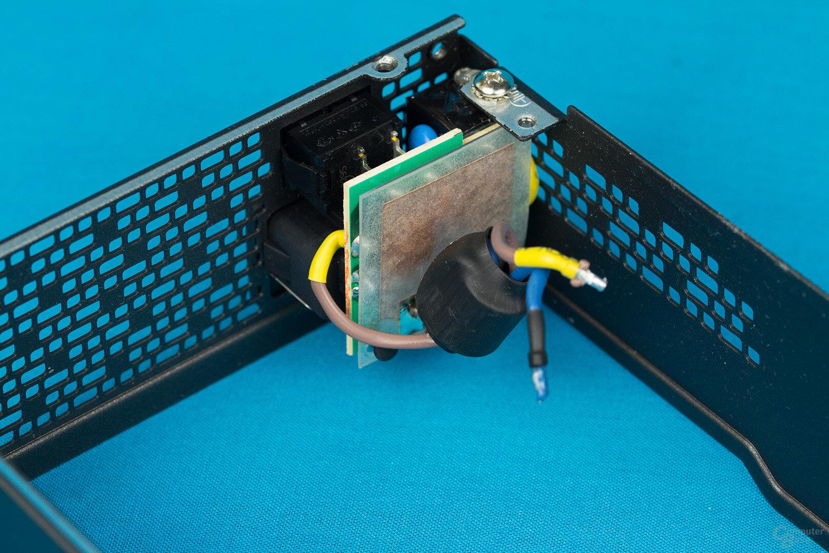 Fractal Design Ion SFX-L 500W Gold – Kaltgerätebuchse