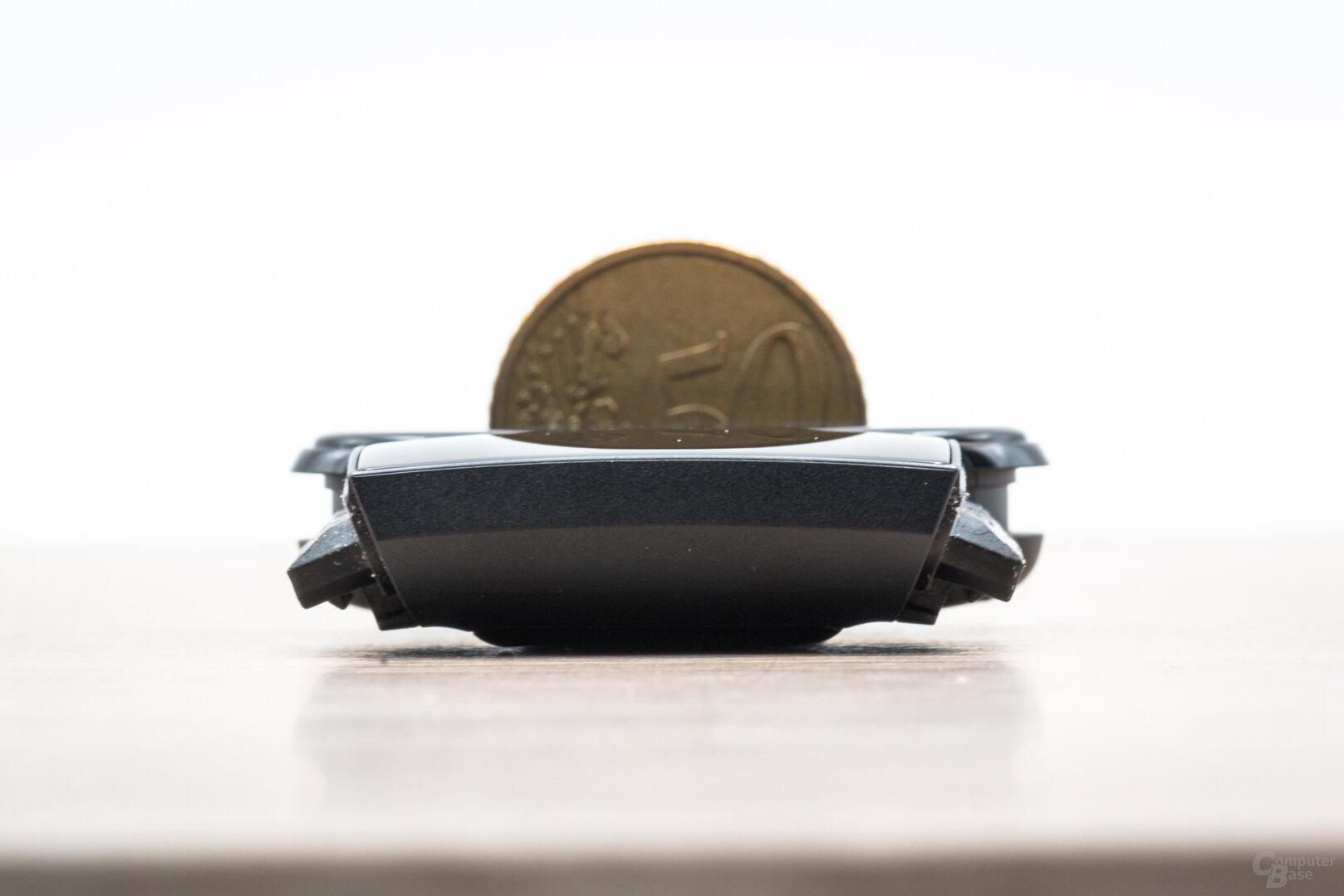 Fitbit Charge 4 im Test: Im Größenvergleich mit dem Xiaomi Mi Band 4