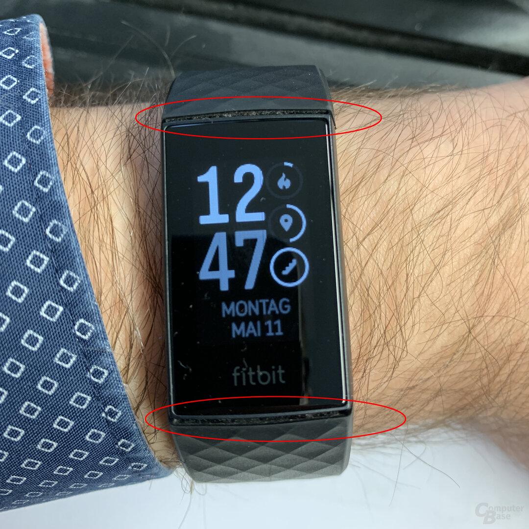 Fitbit Charge 4 im Test: Beugungsspalte ist ein Staubversteck