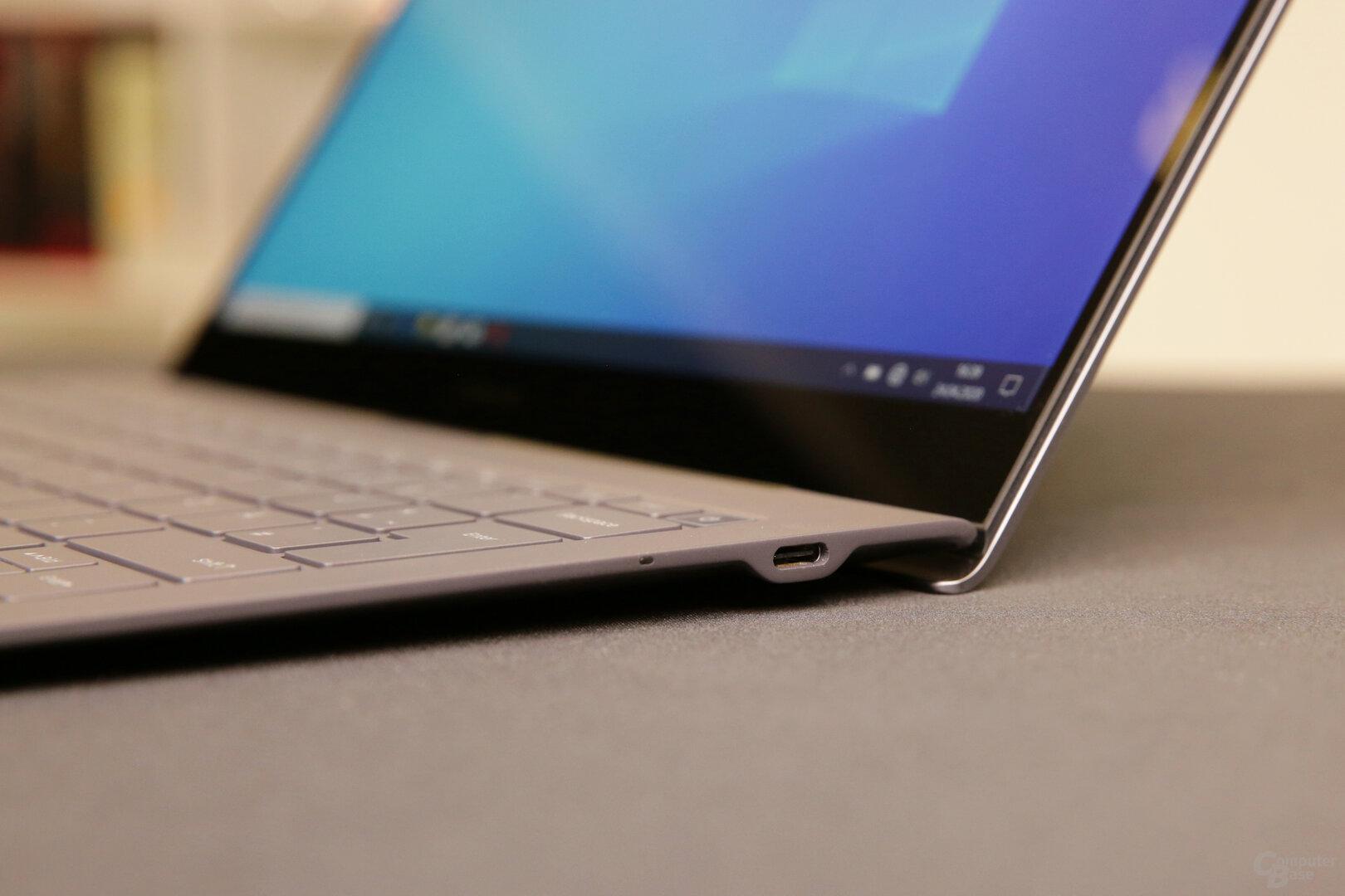 USB Typ C Buchse auf der rechten Seite
