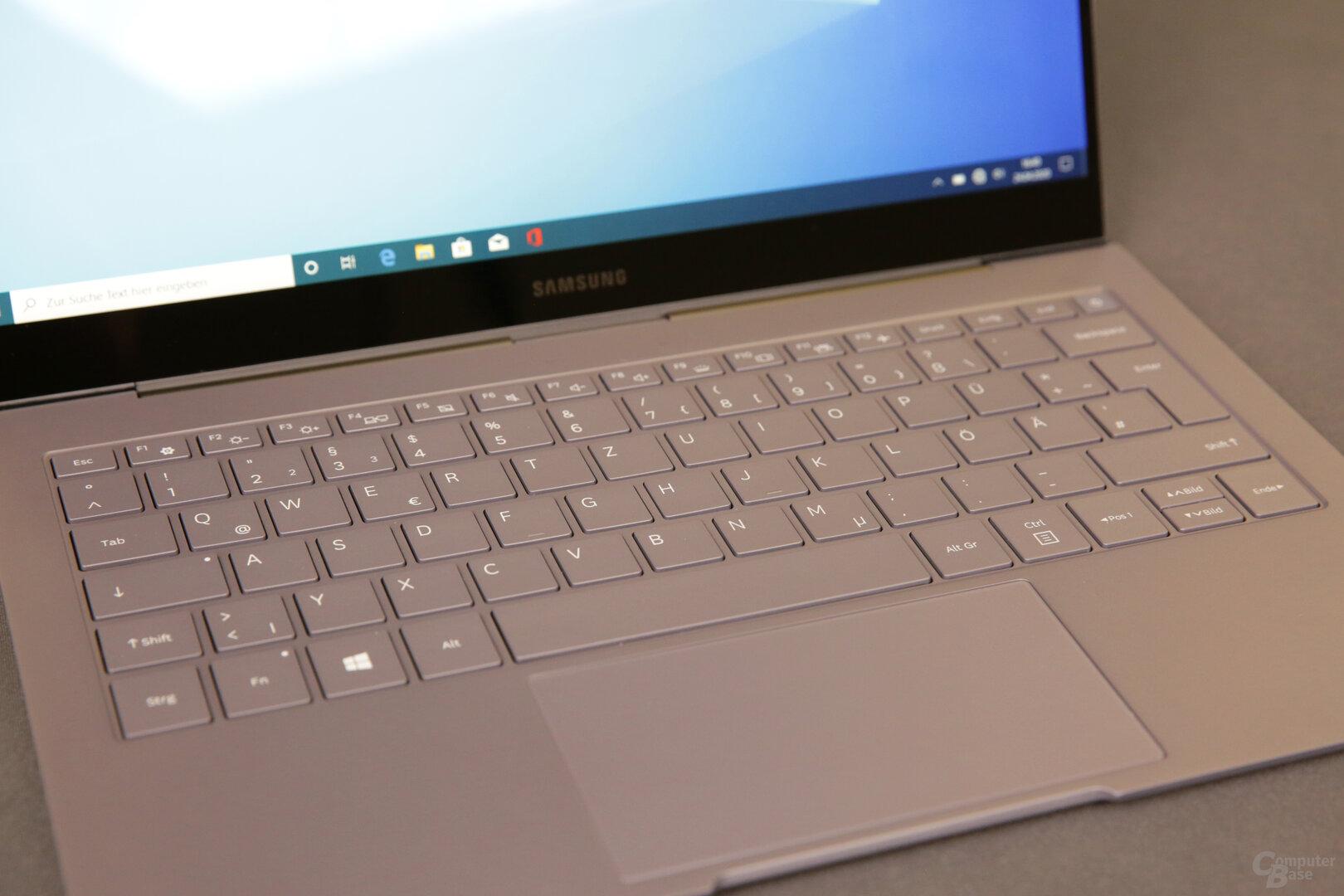 Flache Tastatur mit 11,5 × 6,1 cm großem Touchpad
