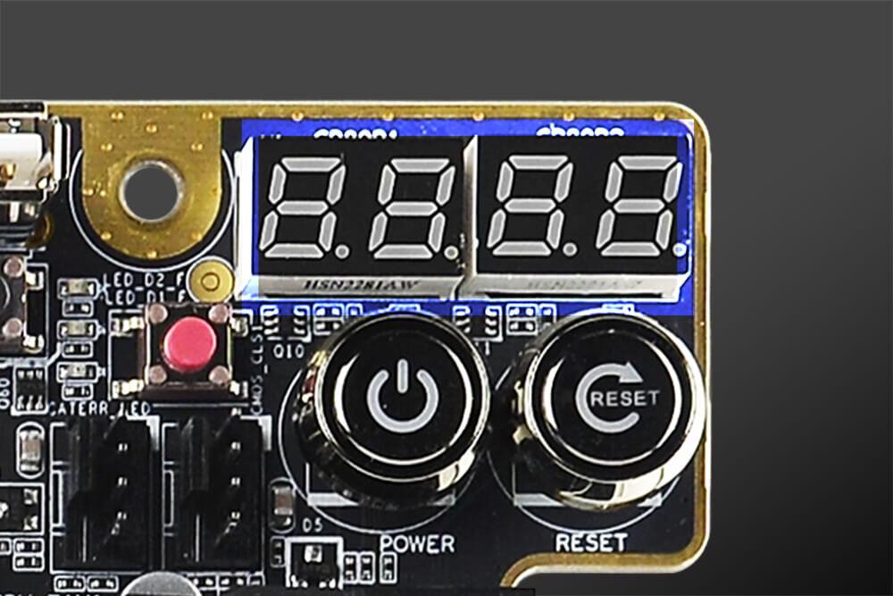 EVGA Z490-Mainboards – die Spannungsanzeige, darunter die Taster für AN/AUS und Reset