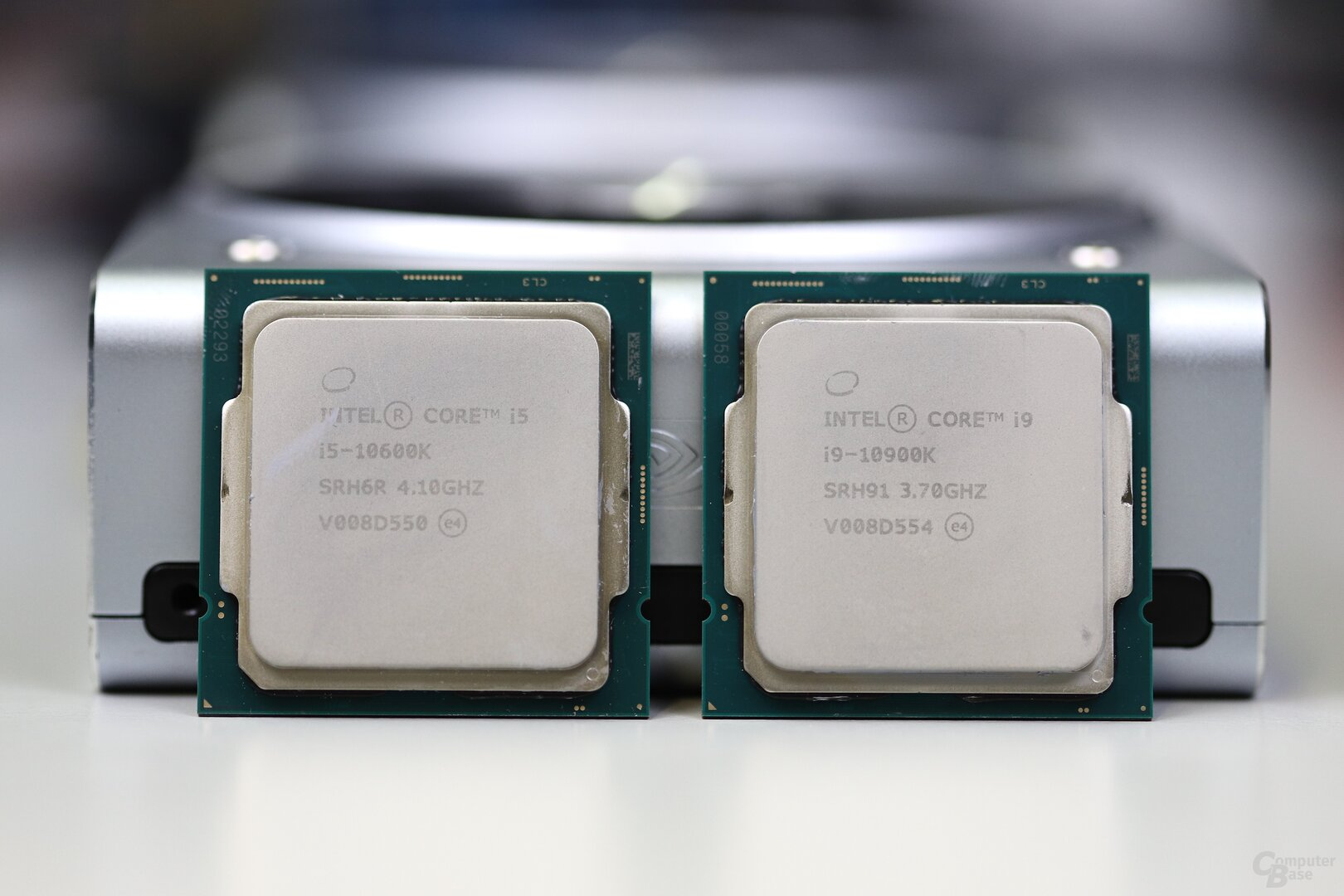 Intel Core i9-10900K und i5-10600K im Test