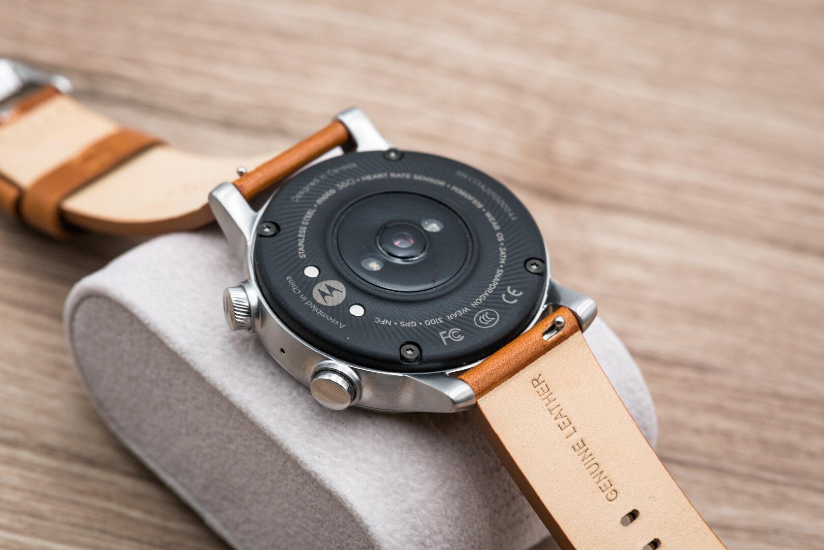 Motorola Moto 360 im Test: Uhrenboden aus Kunststoff