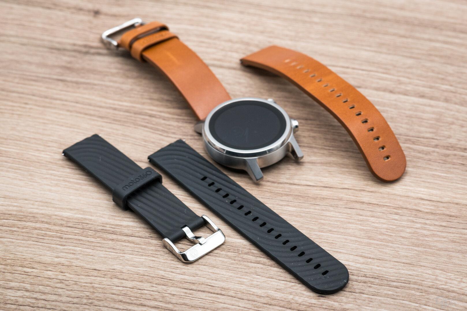 Motorola Moto 360 im Test: Zwei Armbandtypen im Lieferumfang enthalten