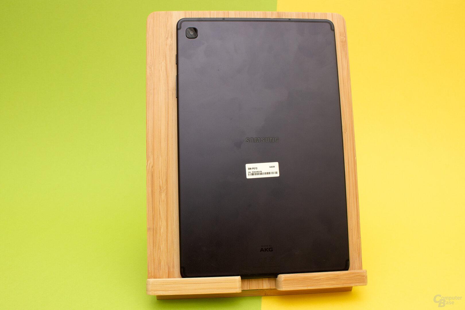 Die Rückseite des Galaxy Tab S6 Lite wirkt nicht so Edel wie beim großen Bruder