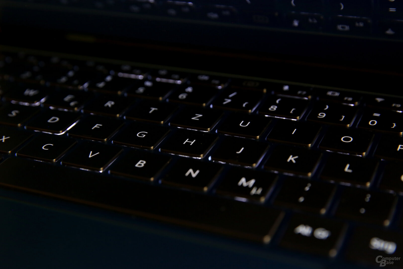Tastaturbeleuchtung in drei Stufen (aus/mittel/hell)