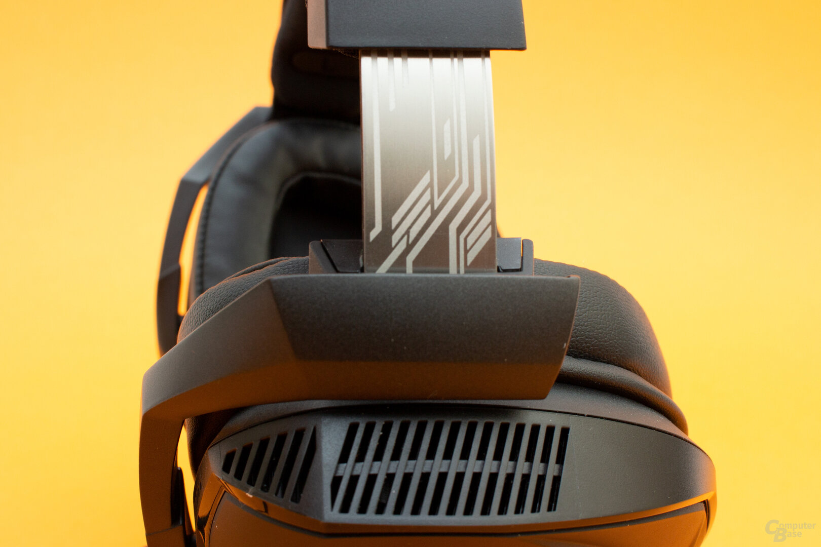Auch der Bügel ist beim Rog Theta Electret aus Aluminium gefertigt