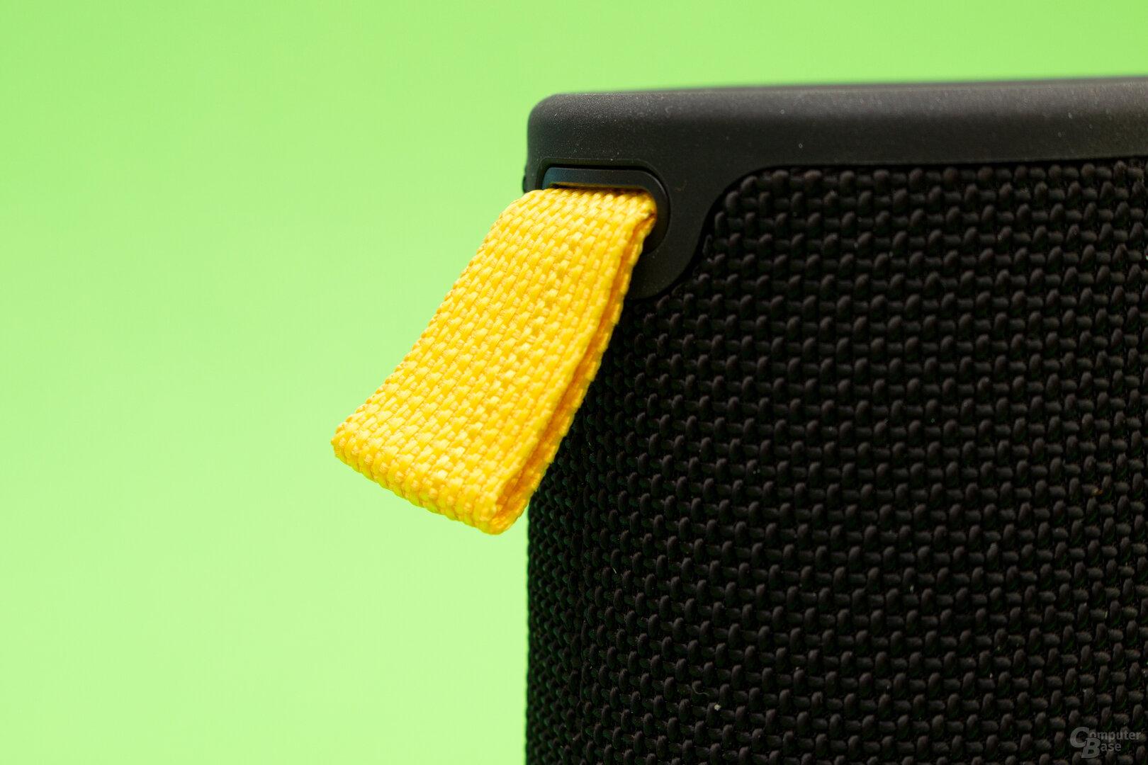 Mit der Schlaufe setzt EarFun nicht nur Farbakzente, sondern auch eine Halterungsmöglichkeit