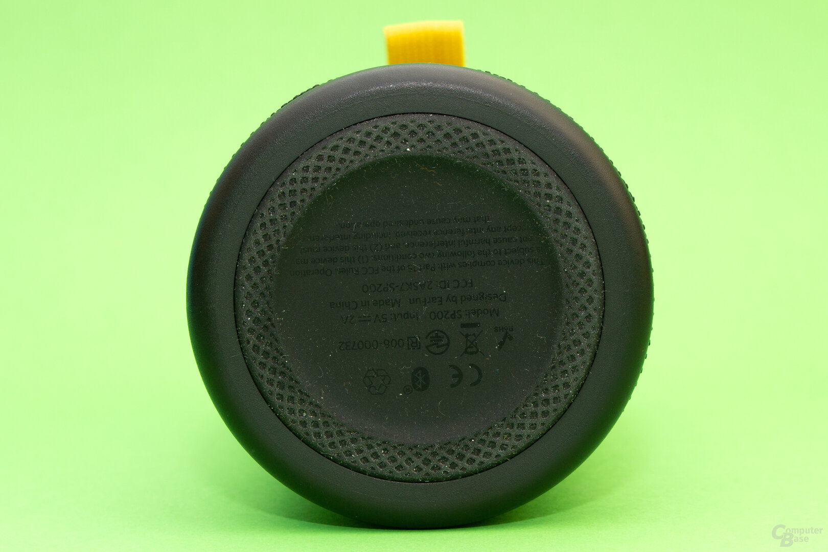 Die gummierte Unterseite des UBoom sichert auch auf nassen Oberflächen einen stabilen Stand