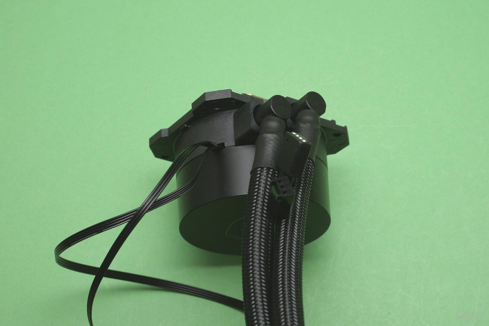Cooler Master MasterLiquid ML240L V2 RGB: Die Pumpe von der Seite