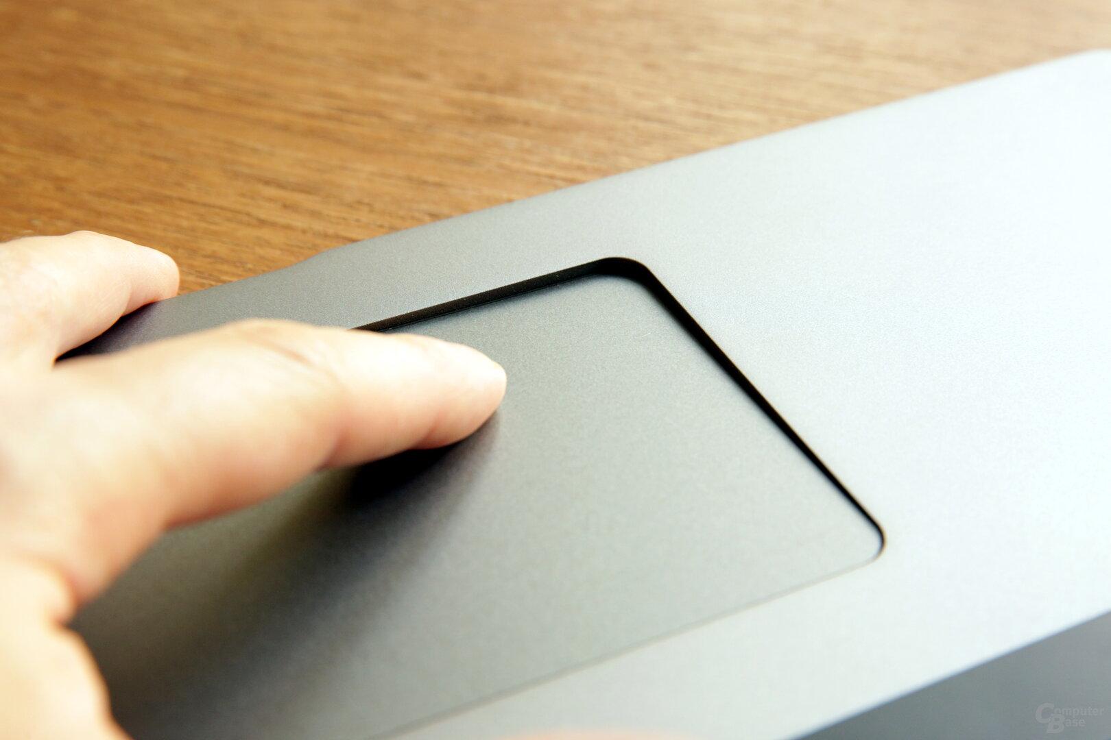 Das Touchpad sinkt beim Klick tief in das Gehäuse