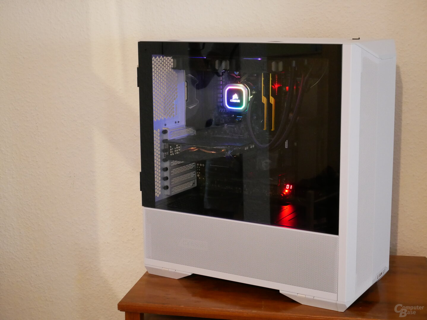 Lancool II Mesh Seitansicht mit eingebauter Hardware