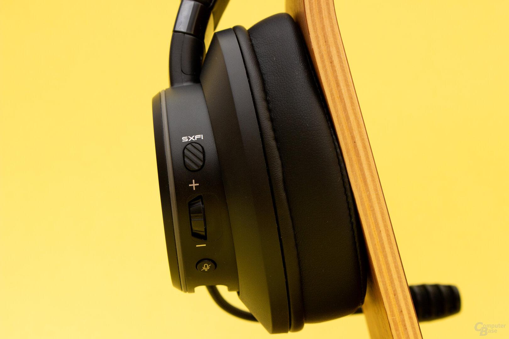 Das SXFI Gamer bietet alle nötigen Bedienelemente am Headset