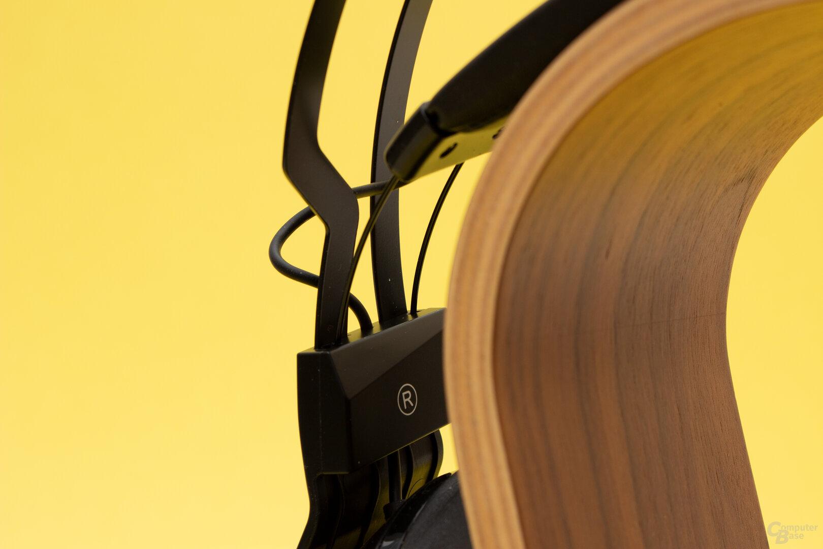 Der Kopfbügel besteht nur aus zwei dünnen Metallstreifen