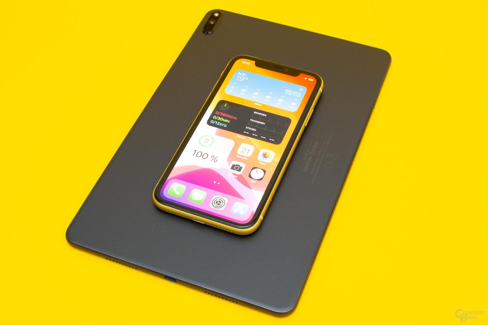 Über das MatePad Pro lassen sich Qi-Geräte kabellos laden