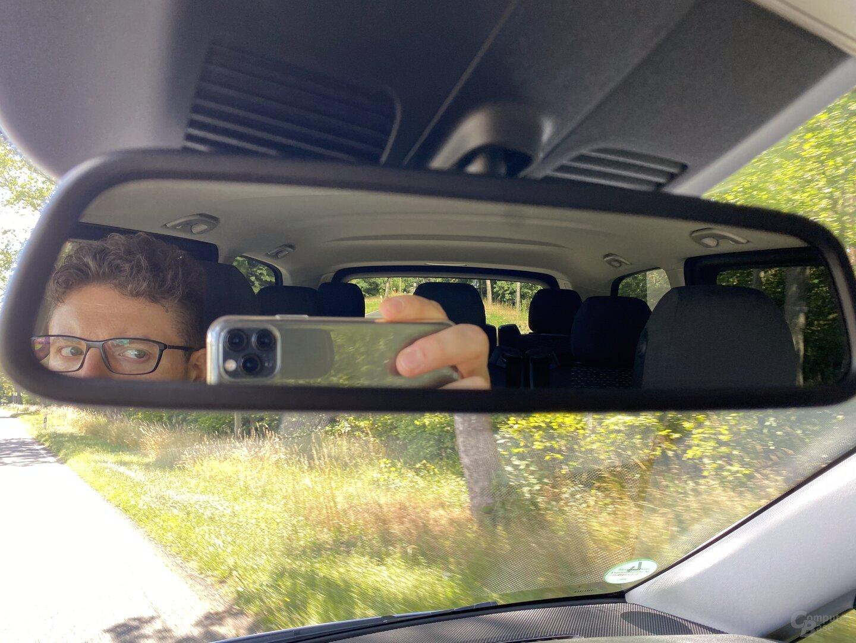 Eingeschränkter Blick nach hinten mit normalem Spiegel