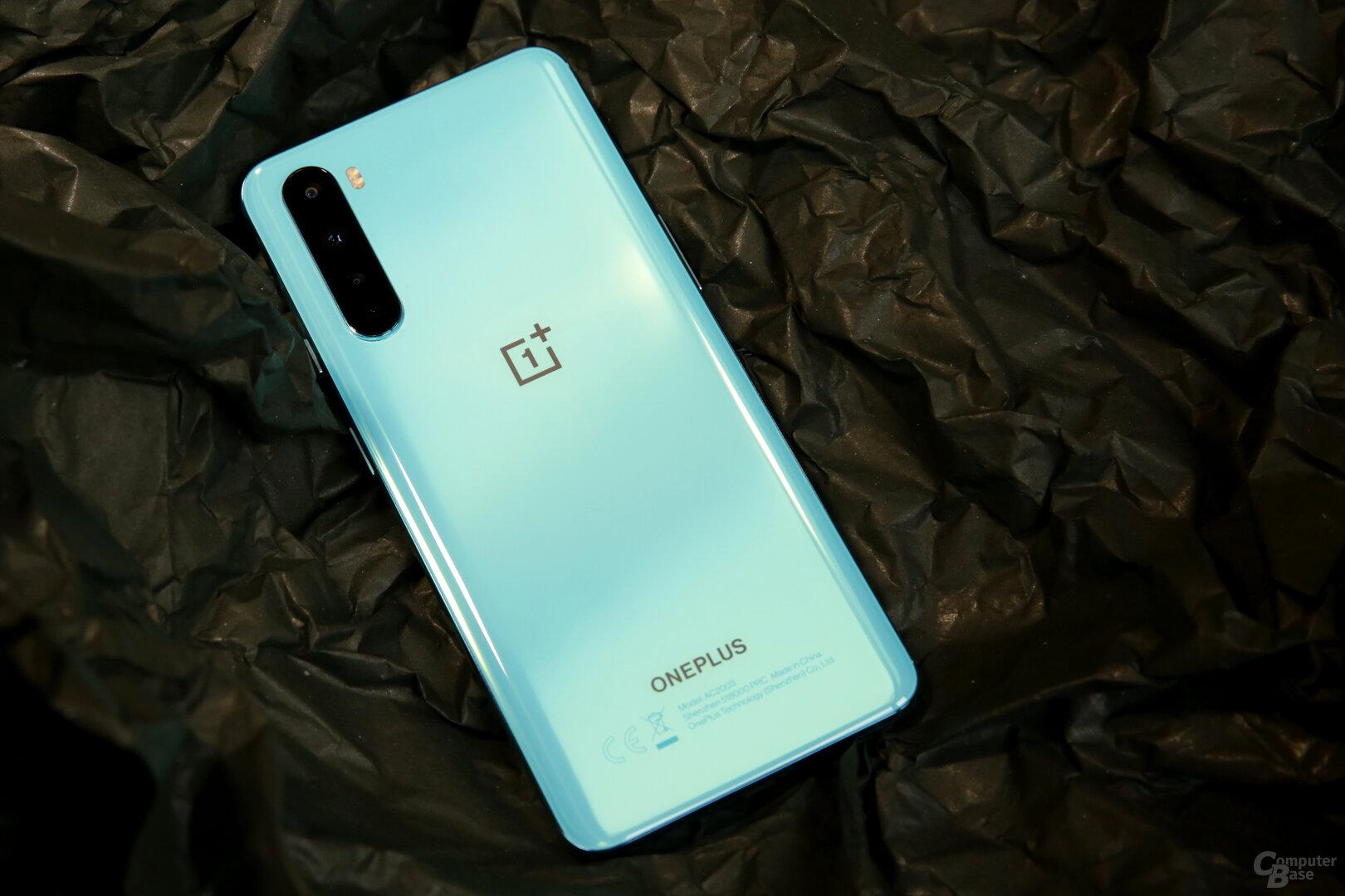 OnePlus im Rückseite aus Glas in Blue Marble