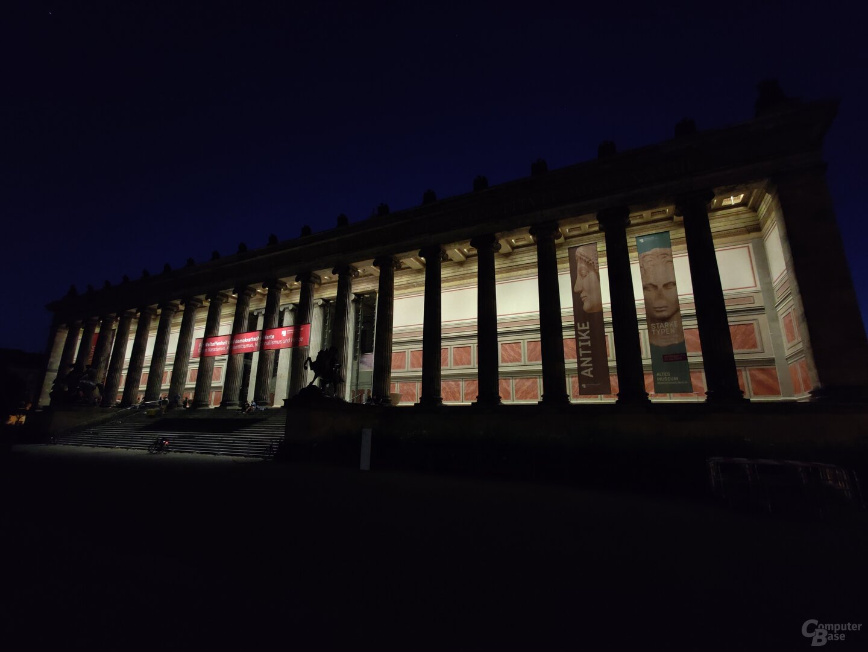 OnePlus 8 Pro (f/2.2, ISO 8000, 1/10s)