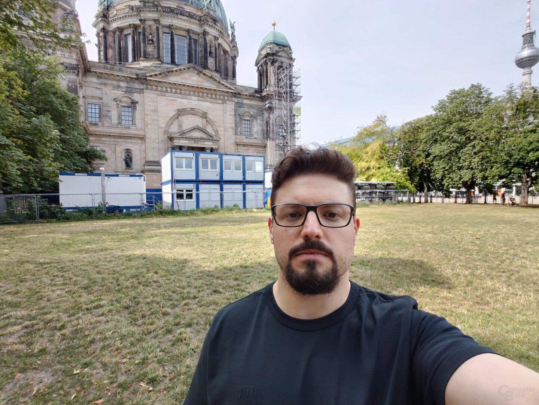 Selfie-Ultraweitwinkel (f/2.5, ISO 100, 1/868s)