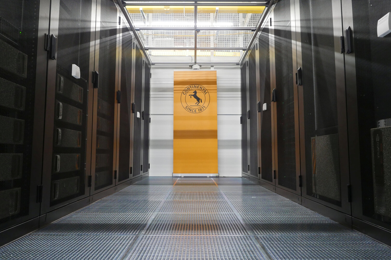 Continental-Supercomputer mit DGX Pod