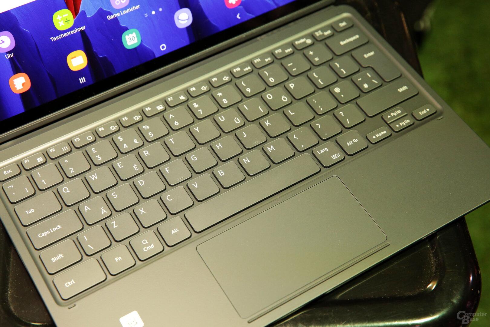 Tastatur mit Trackpad und Funktionstasten