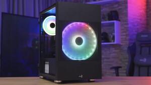 Aerocool Atomic: Mesh-Fenster lässt 200-mm-Lüfter atmen