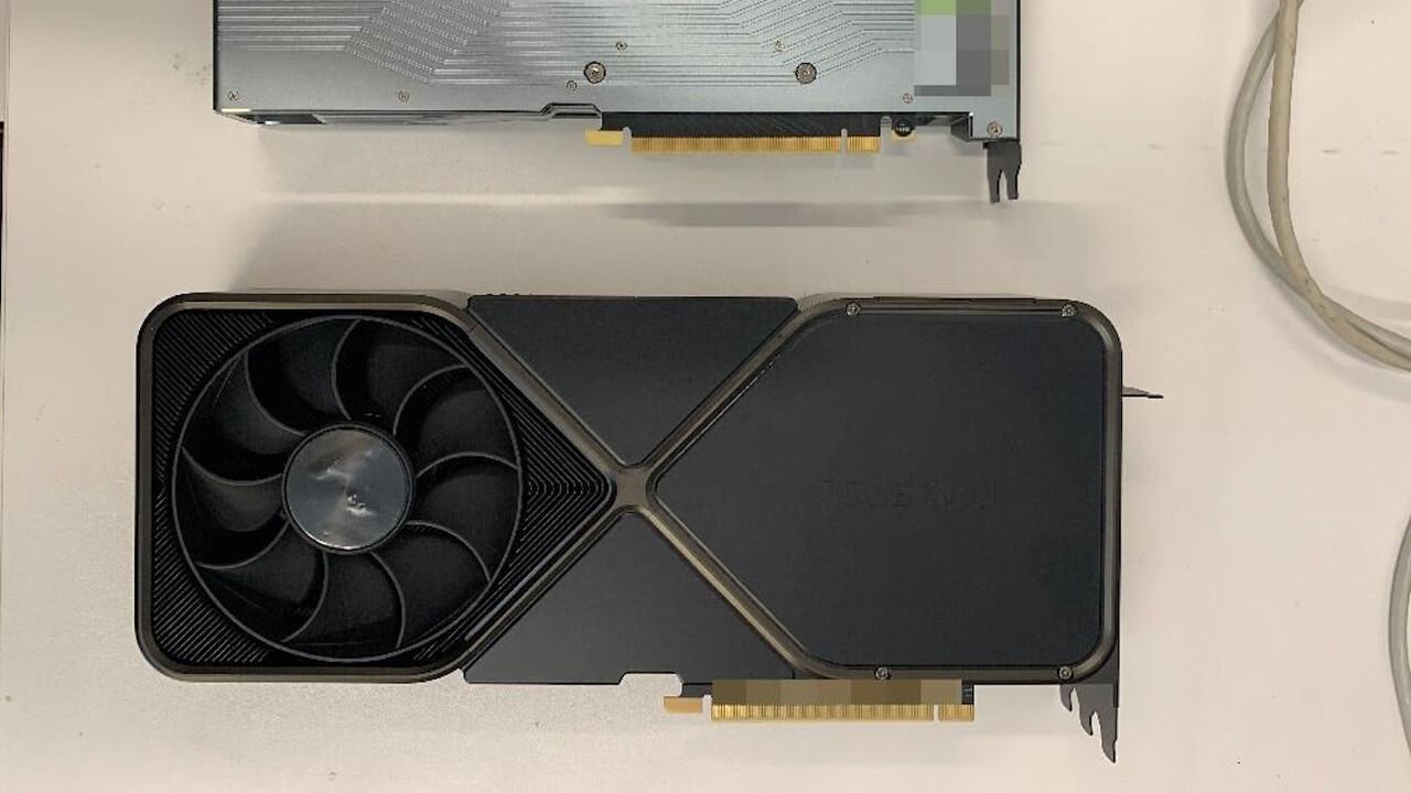 Nvidia: Riesiger Kühler der GeForce RTX 3090 FE fotografiert