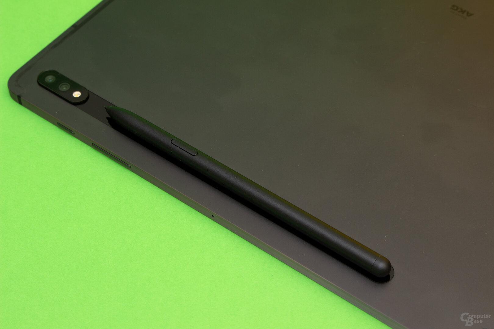 Im Gegensatz zum Pencil von Apple wird der S-Pen induktiv geladen