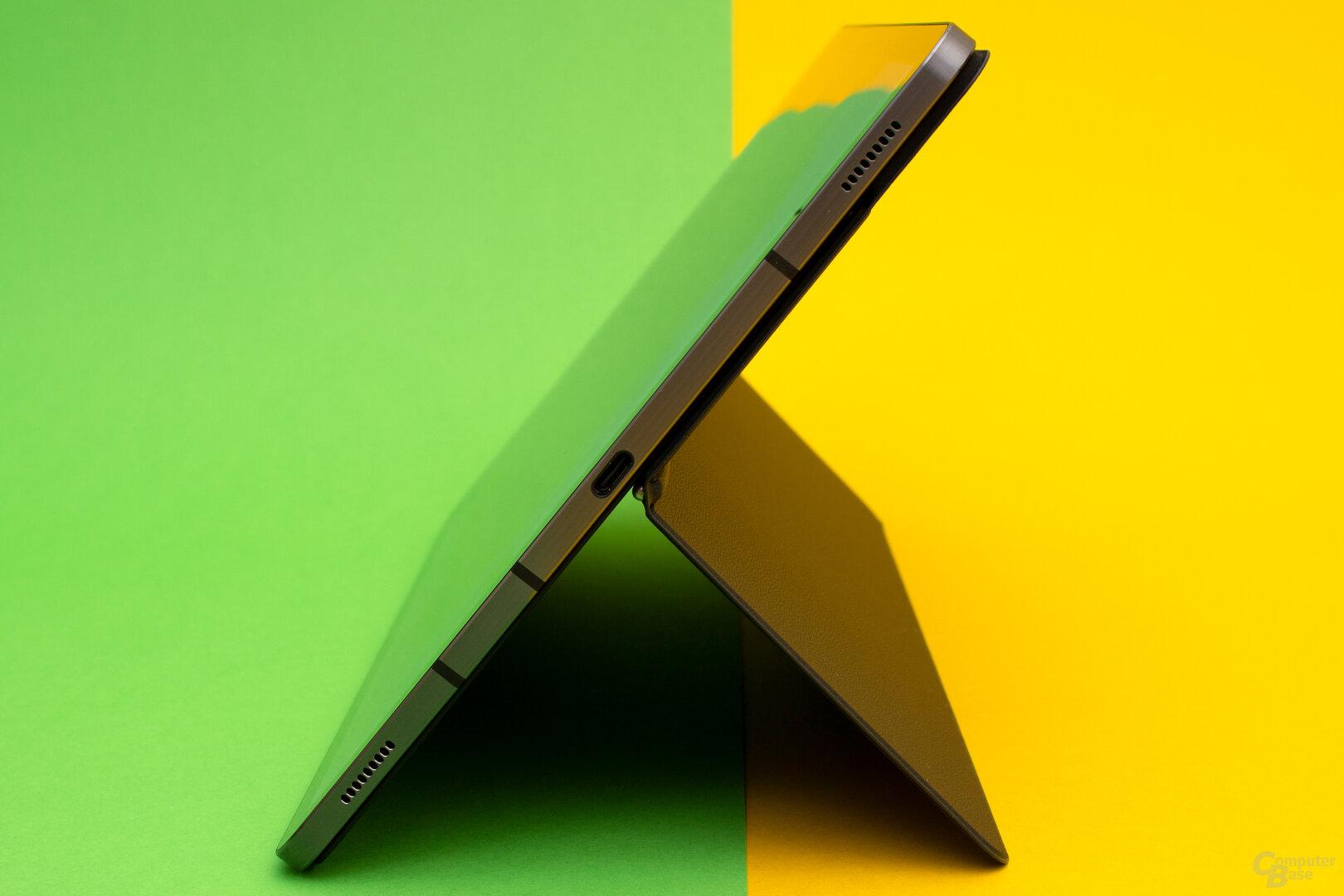 Mit dem Book Cover Keyboard lässt sich das Galaxy Tab S7+ in nahezu jedem beliebigen Winkel aufstellen