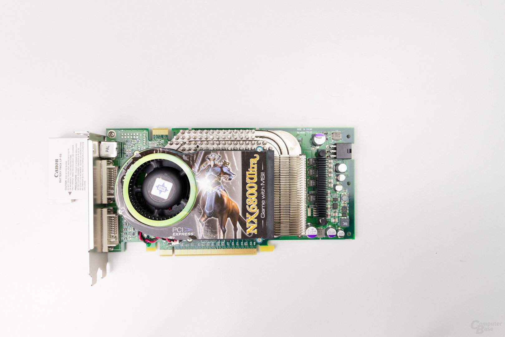GeForce 6800 Ultra: 21,6 cm