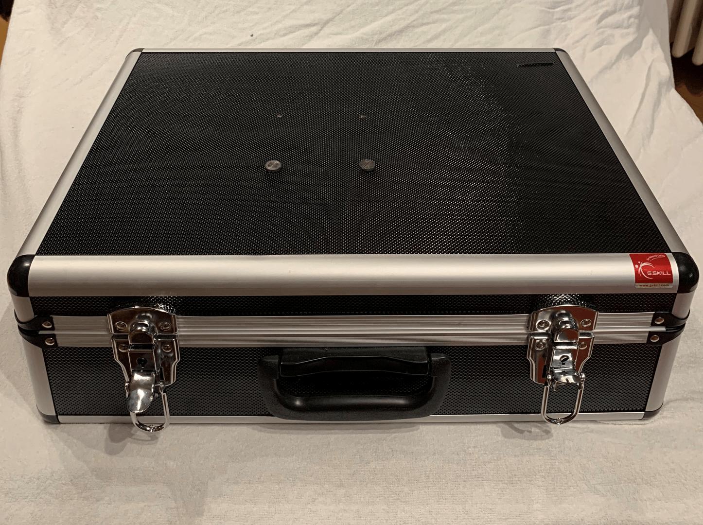 Der Leserartikel ermöglicht auch einen Blick in den Koffer-PC