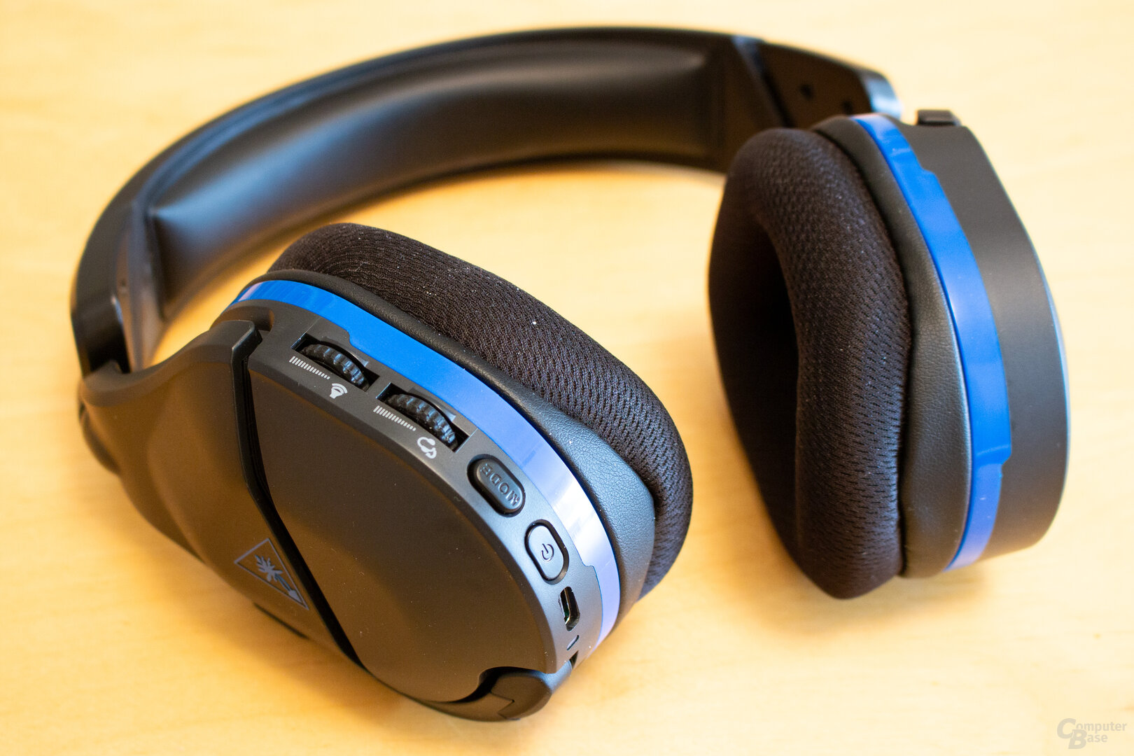 Das Stealth 600 Gen 2 bietet einige Bedienelemente direkt am Headset