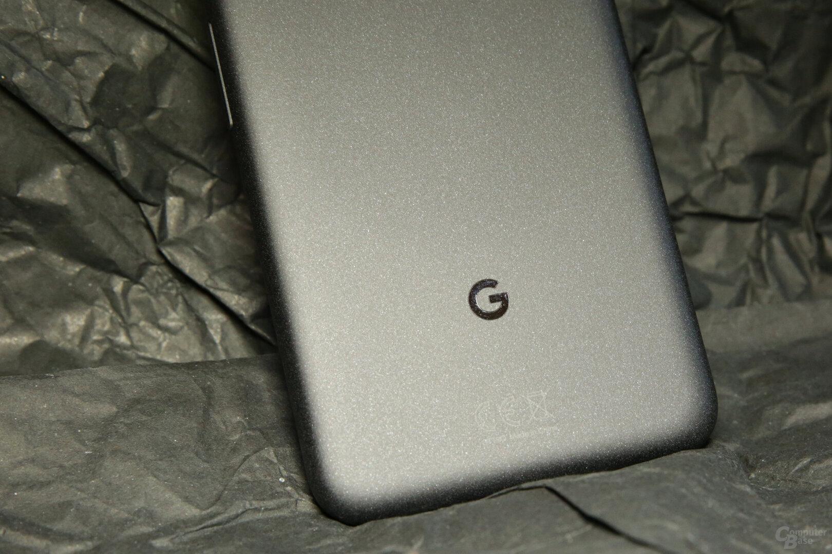 Dezentes Design mit auferauter Rückseite und kleinem Google-Logo