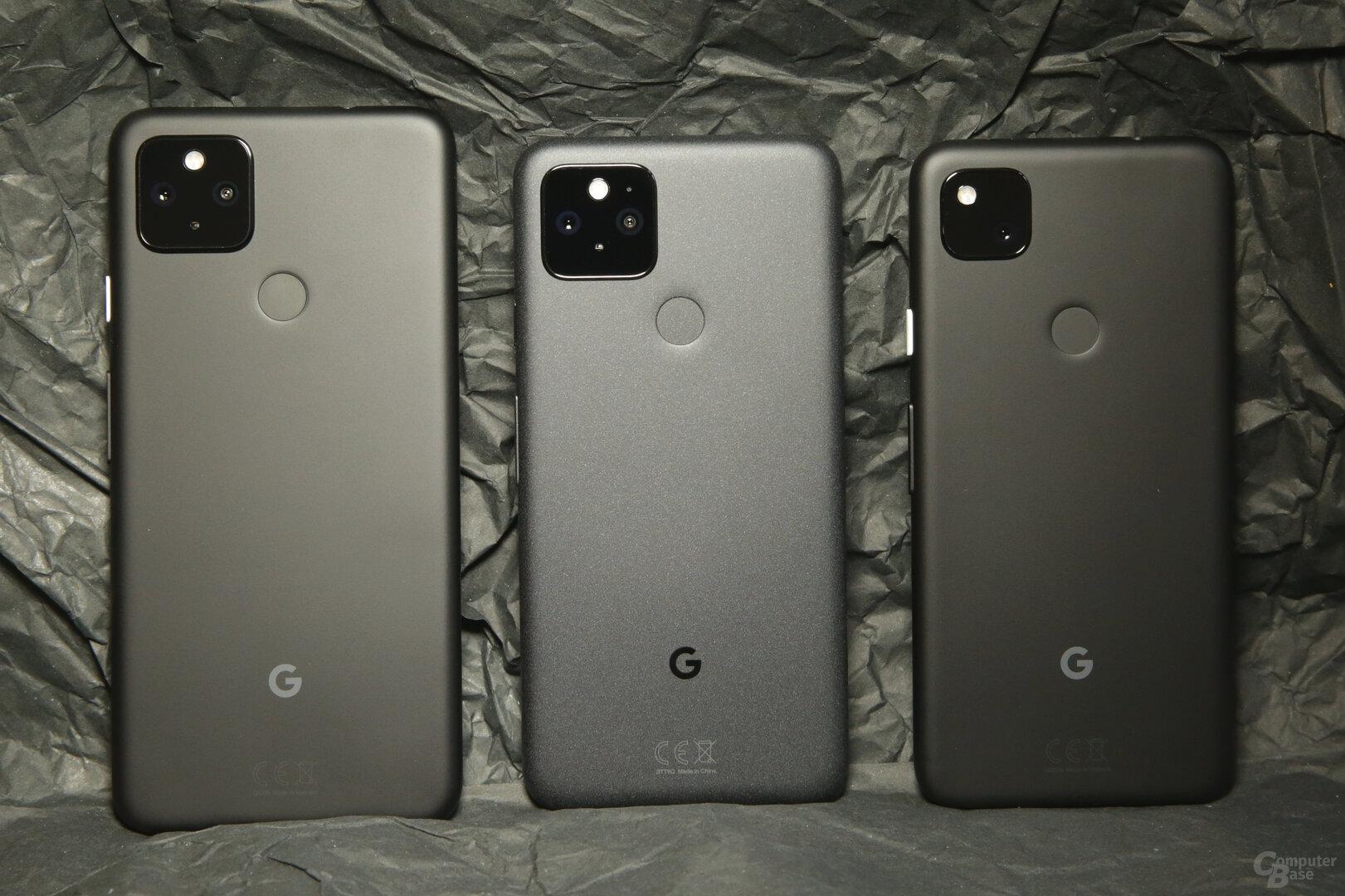 Größenvergleich mit Pixel 4a 5G (l.) und Pixel 4a (r.)
