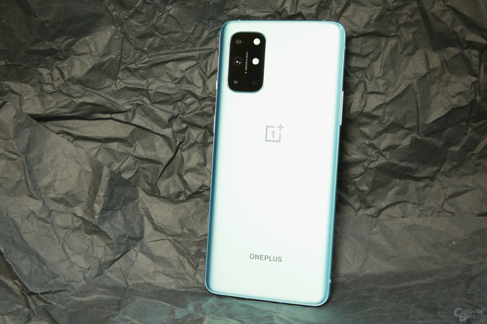 OnePlus 8T in gänzendem Aquamarine Green