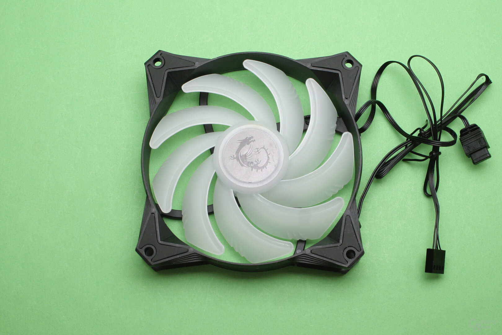 MSI MAG CoreLiquid 360R: LED-Serienlüfter