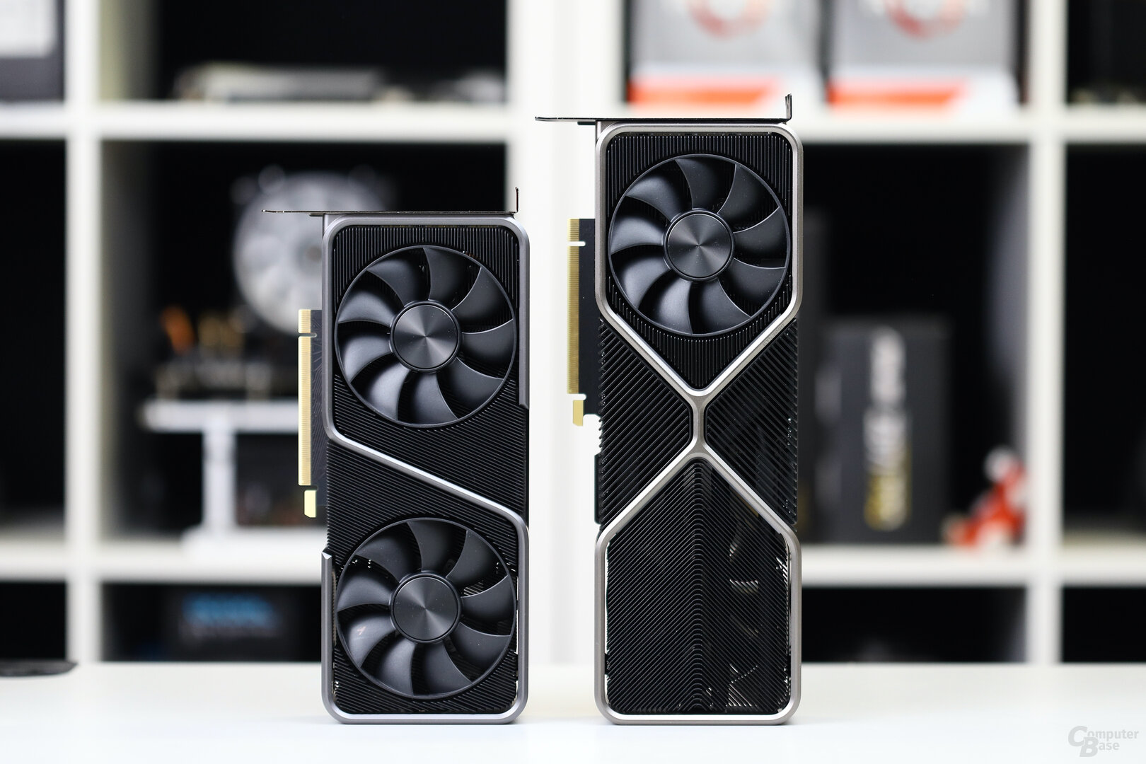 Nvidia GeForce RTX 3070 FE (links) vs. RTX 3080 FE (rechts)