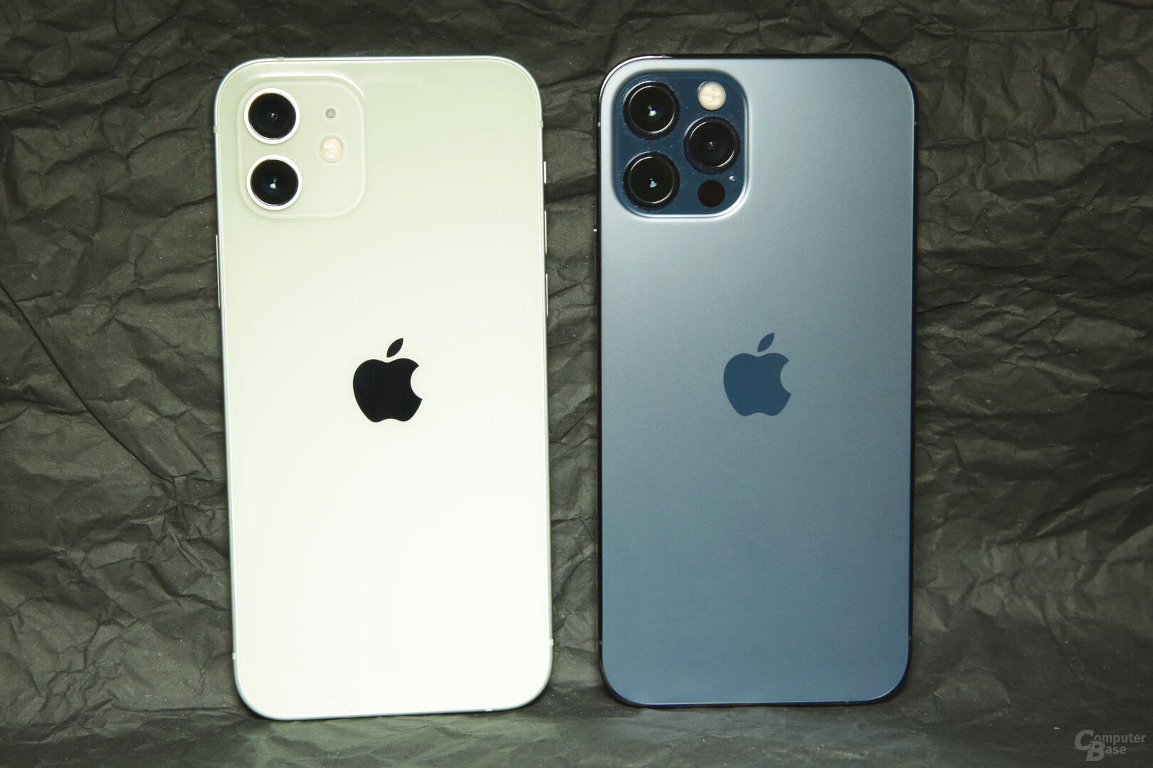 iPhone 12 in Hellgrün und neues Blau beim iPhone 12 Pro