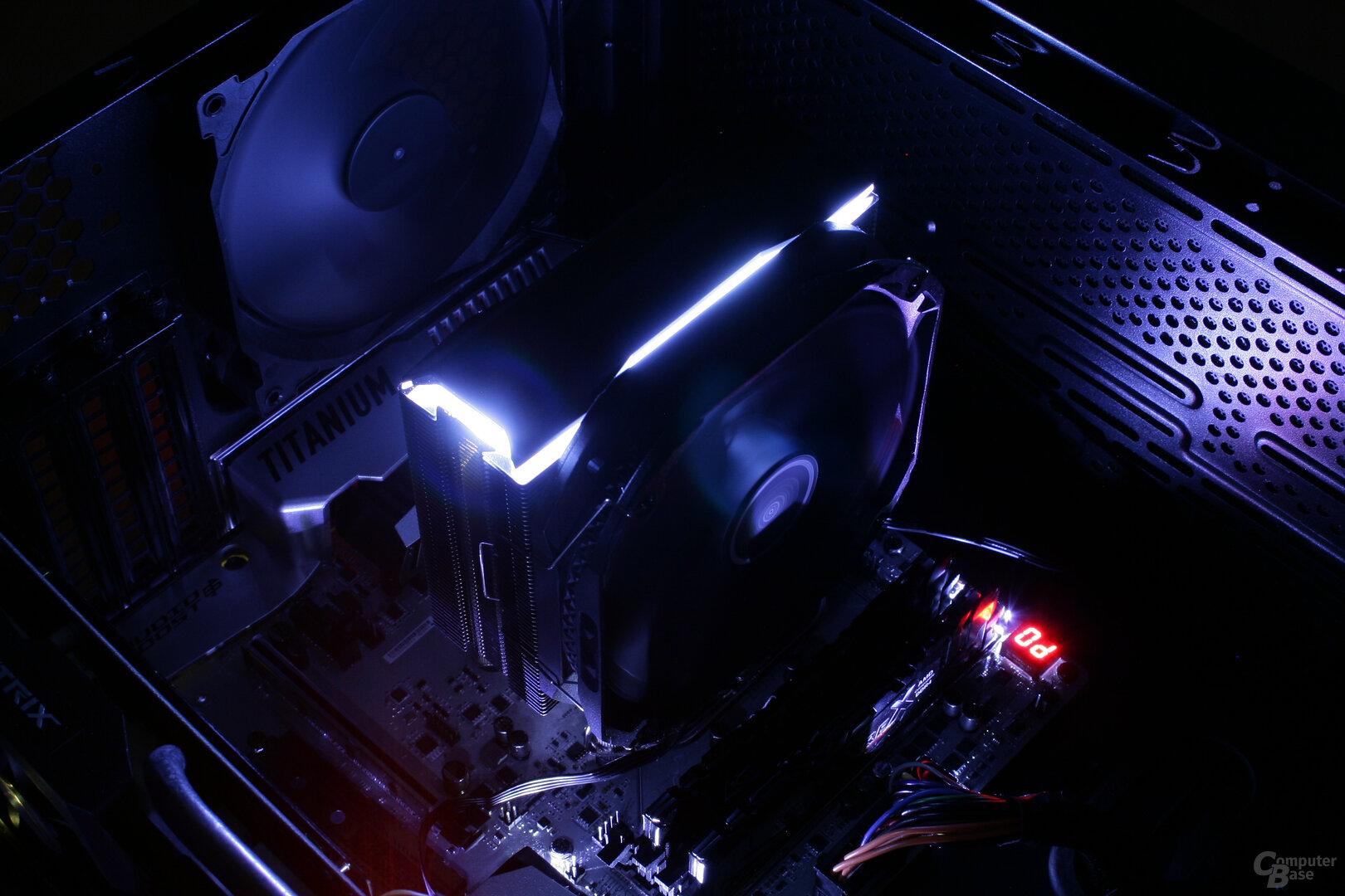 Deepcool AS500 im Testsystem: Beleuchtung im Dunkeln