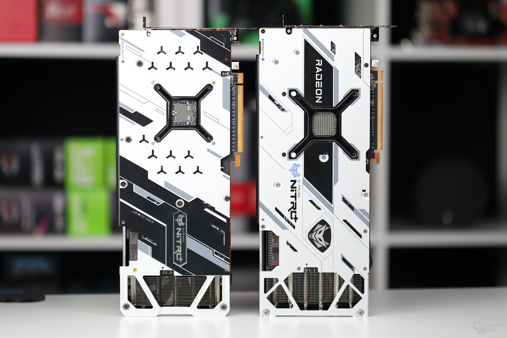 Sapphire RX 6800 XT Nitro+ (rechts) und RX 5700 XT Nitro+ (links)