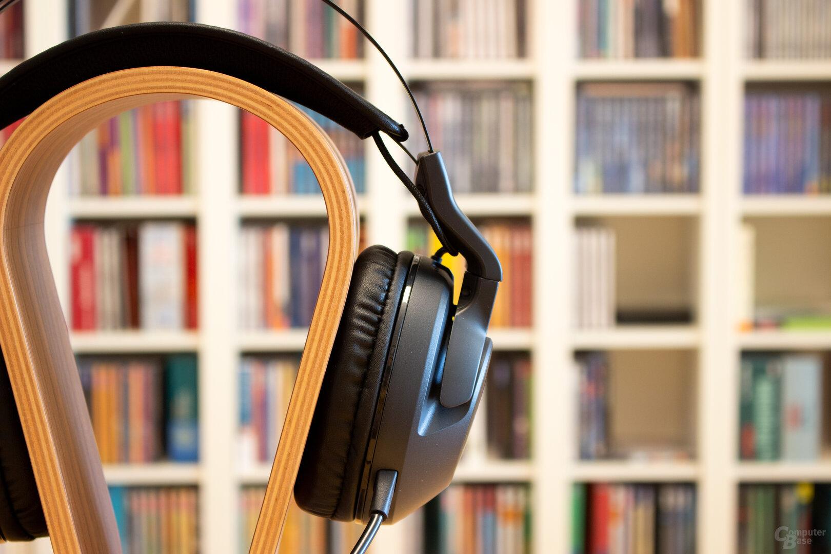 Bei allen drei ELO-Headsets liegen die Kabel am Bügel offen