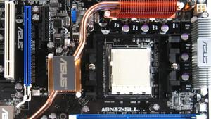 Im Test vor 15 Jahren: Asus' A8N32-SLI Deluxe mit 32 PCIe-Lanes