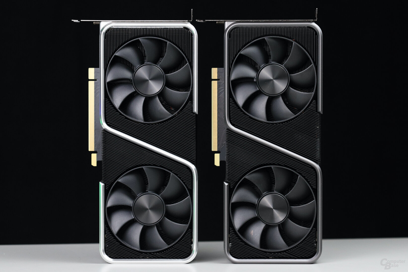 Nvidia GeForce RTX 3060 Ti Founders Edition (links) und RTX 3070 FE (rechts)