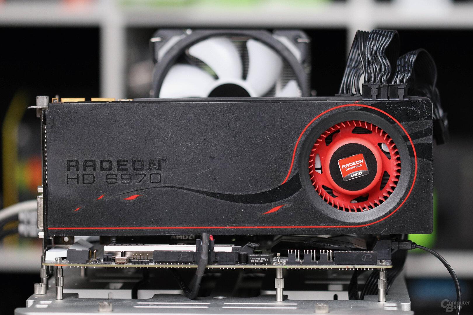 Das neueste 6000er Topmodell mit GPU: 2010 AMD Radeon HD 6970 Referenz