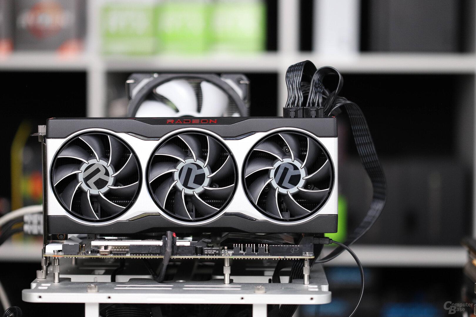 AMDs Radeon RX 6800 im Referenzdesign