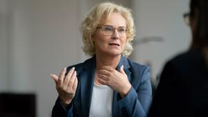 Justizministerin Lambrecht: Twitter & Co sollen nicht über Sperren entscheiden