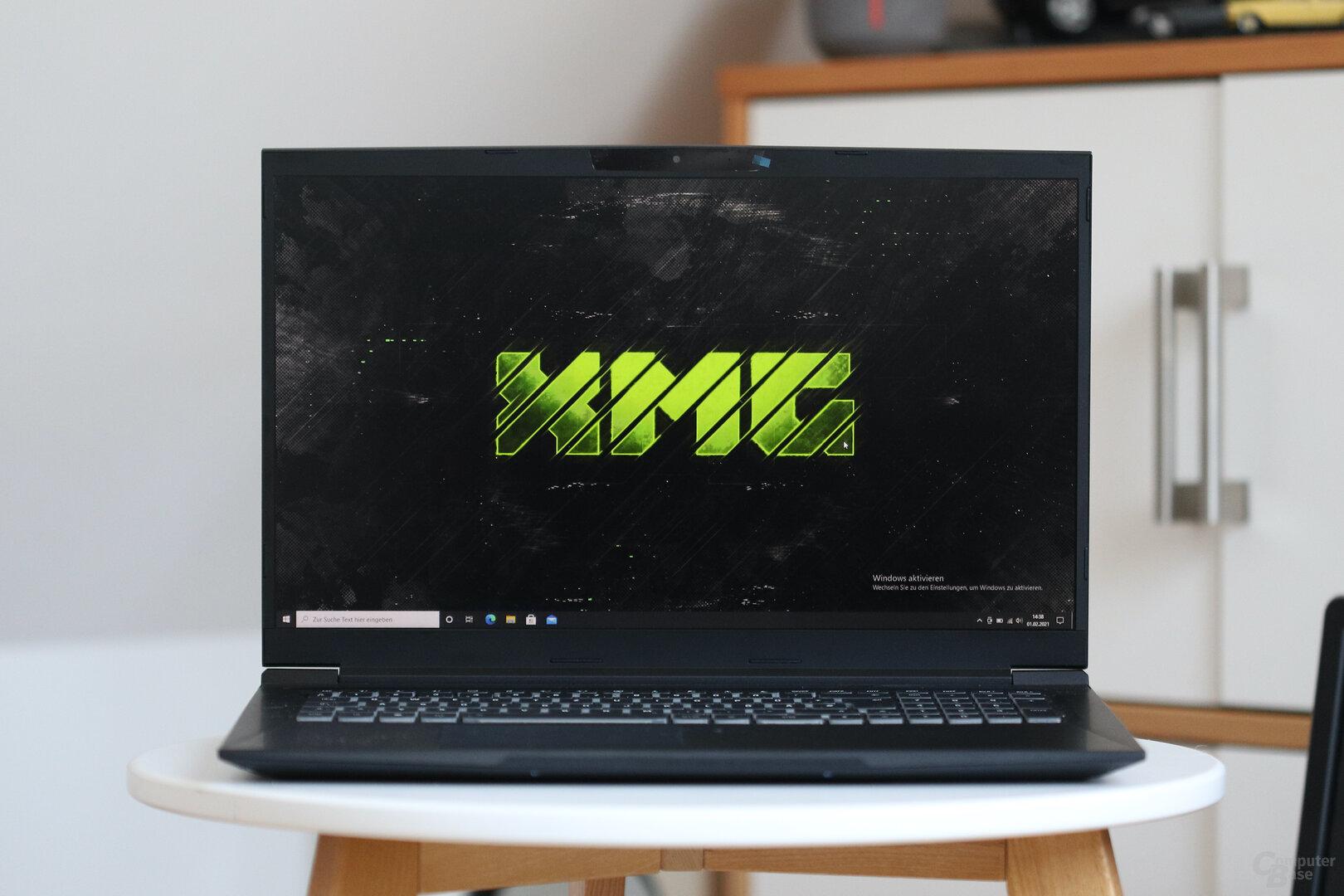 Das XMG Core 17 mit Ryzen 7 5800H und GeForce RTX 3060 Laptop GPU (130 Watt)
