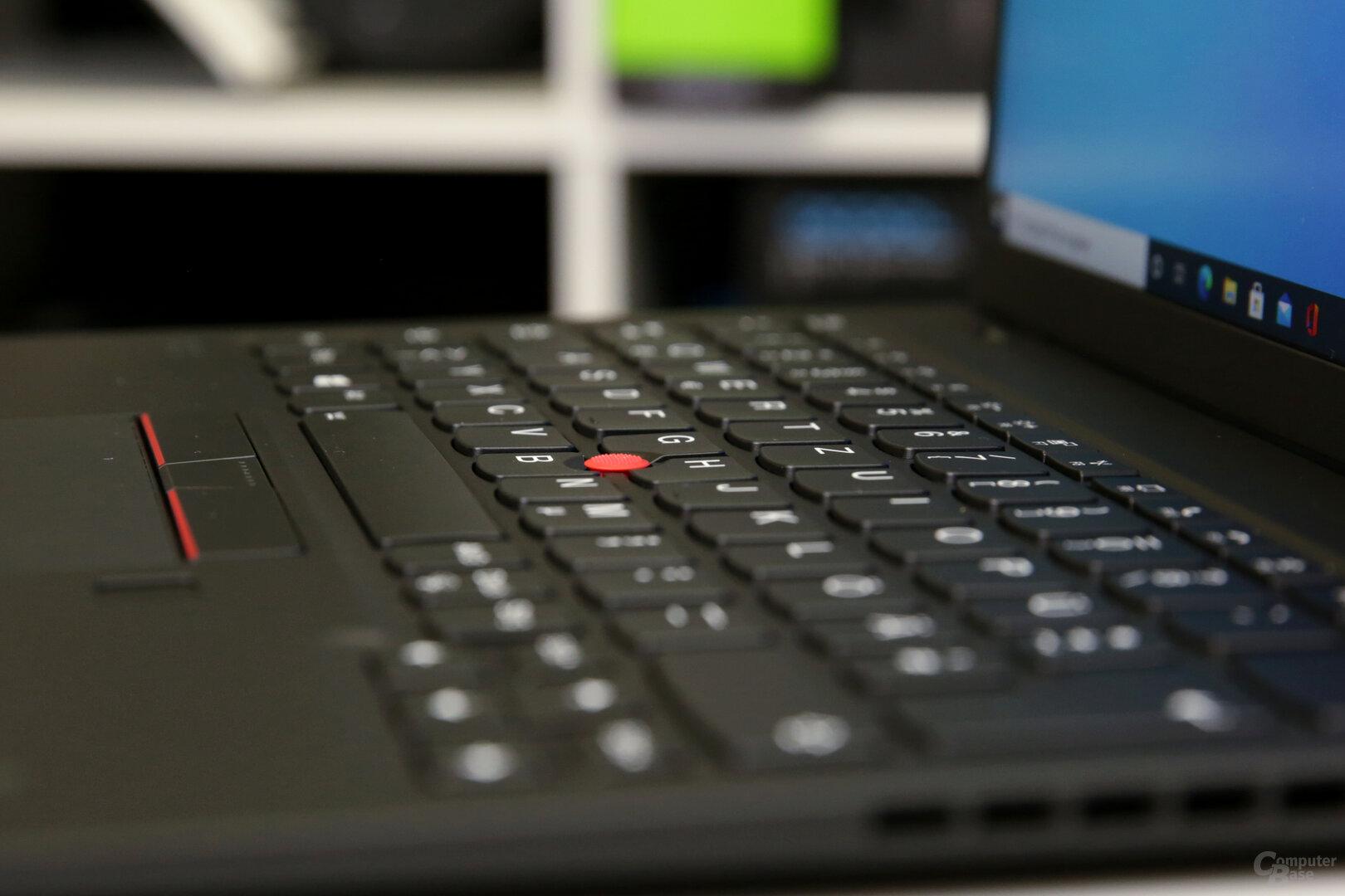 Der Lenovo TrackPoint inmitten der Tasten