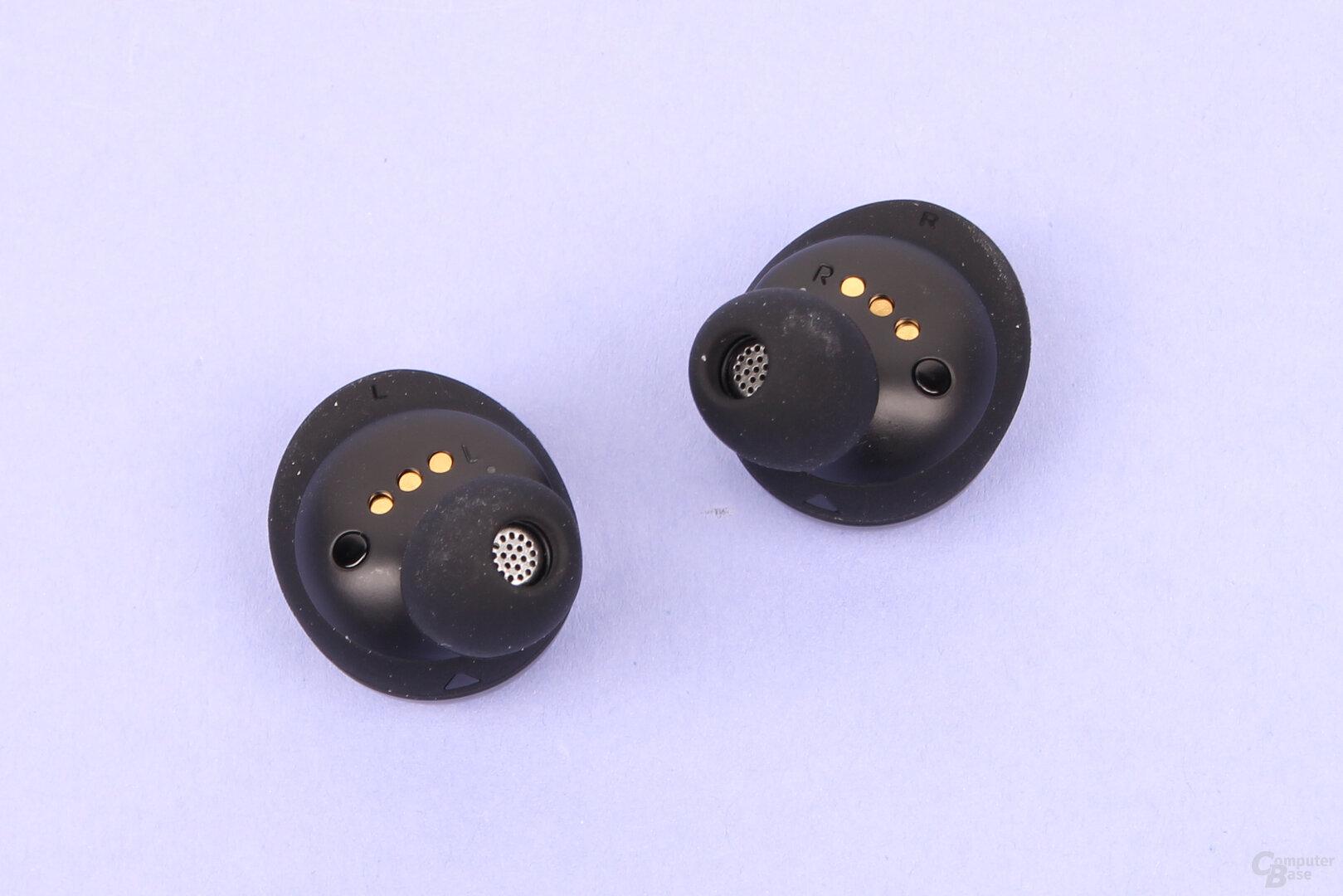 JBL Live Free NC+: Sensoren für Auto-Play/Pause an den Ohrhörern